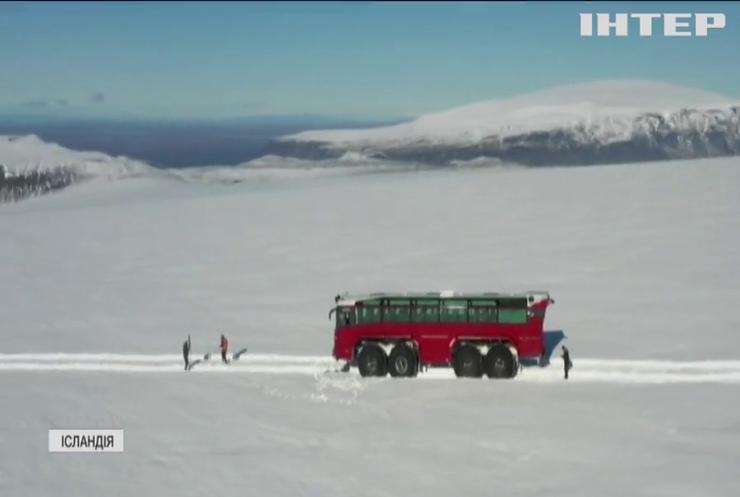В Ісландії туристам пропонують незвичайну екскурсію льодовиком