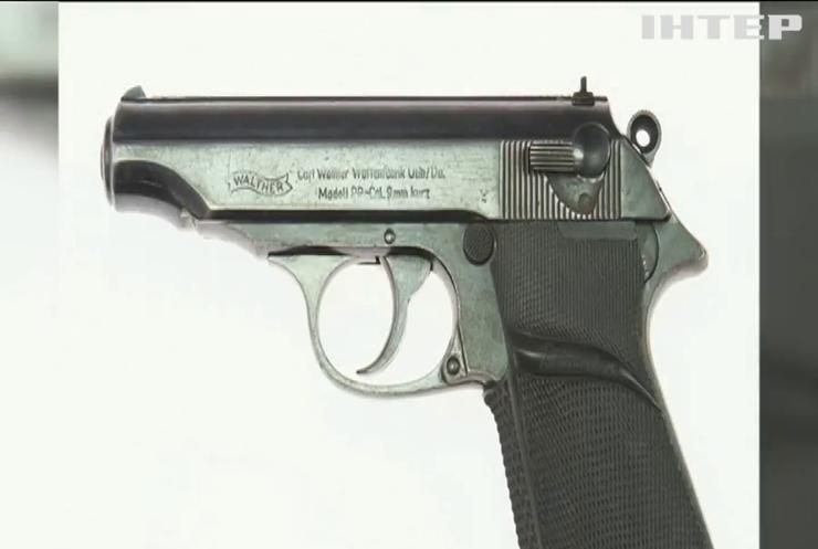 У Голлівуді виставляють на аукціон пістолет Джеймса Бонда
