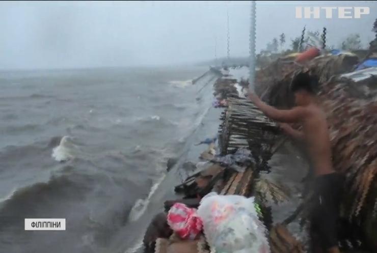 """Потужний тайфун """"Вамко"""" обрушився на Філіппіни"""
