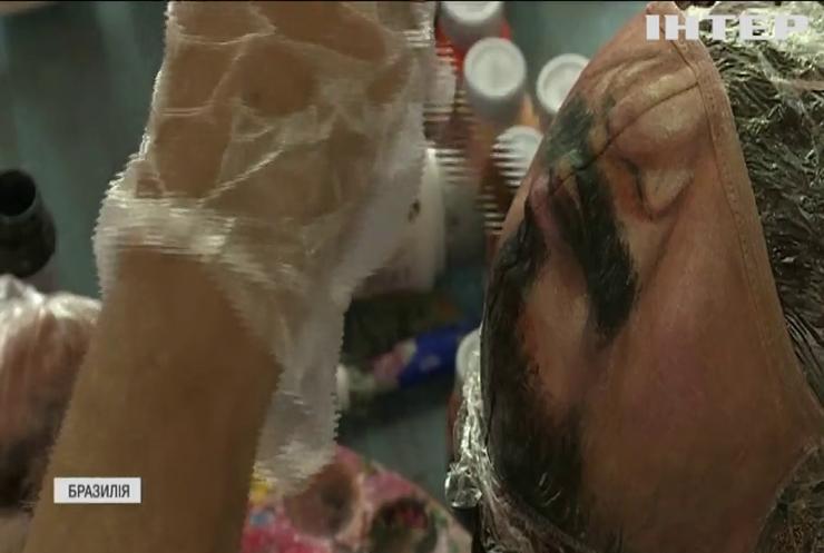 Бризильський художник домальовує обличчя клієнтів на захисних масках