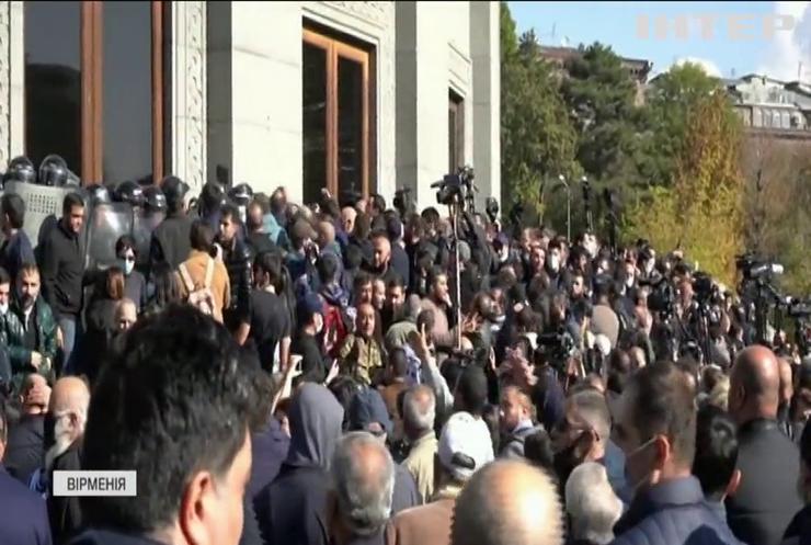 У Вірменії не вщухають антиурядові протести