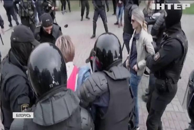 У Білорусі відкрили 900 кримінальних справ проти мітингарів