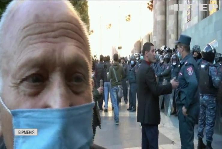 У центрі Єревана сталися сутички з поліцією