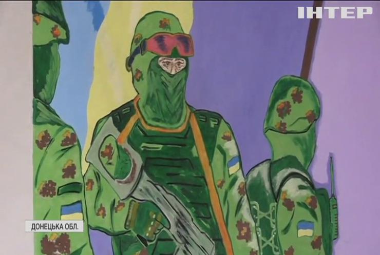 Українські вояки створюють художні інсталяції з уламків снарядів