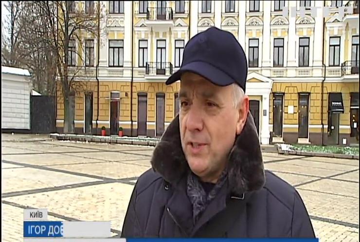 Святкові клопоти: у Києві розпочали підготовку до новорічних святкувань