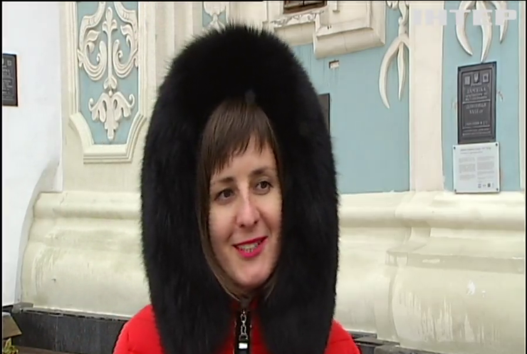 Святкові клопоти: у Києві розпочали підготовку до Нового року