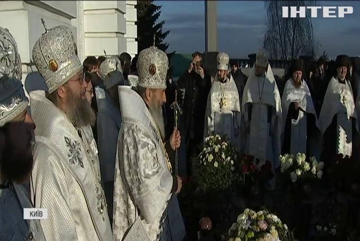 У Києво-Печерській Лаврі відправили панахиду на могилі Предстоятеля УПЦ Митрополита Володимира