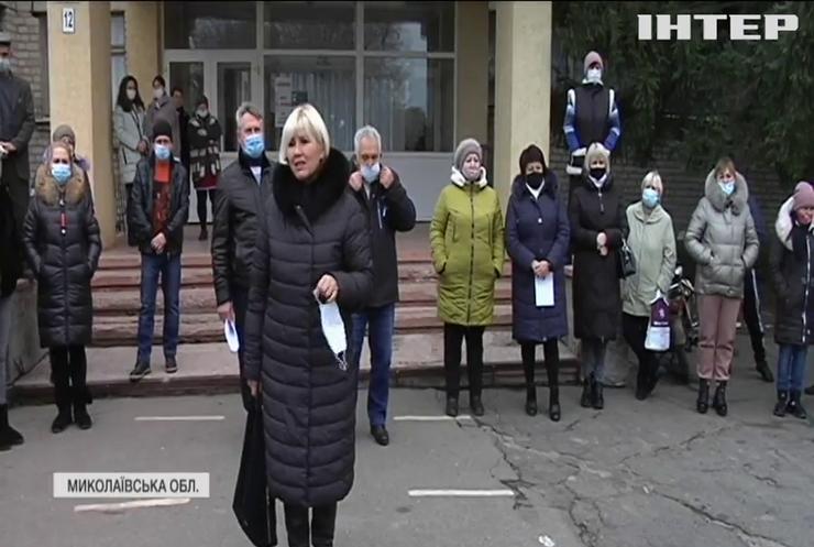 Небезпечна освіта: на Миколаївщині учні та вчителі ризикують опинитися на вулиці
