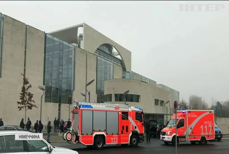 Чому ворота офісу Ангели Меркель протаранив автомобіль