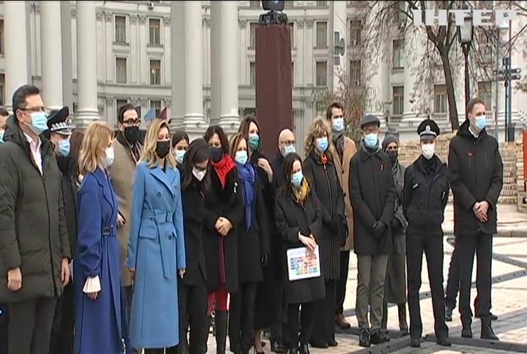 У Києві презентували виставку знарядь знущань над жінками