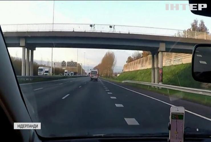 Технології проти розмов за кермом: у Нідерландах встановили спеціальні камери