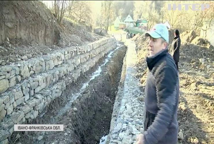 Село на Прикарпатті залишається без обіцяного ремонту після потопу