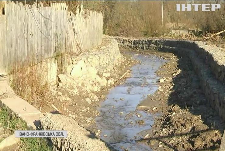 Мешканці селища на Прикарпатті закликають врятувати їх від майбутніх повеней