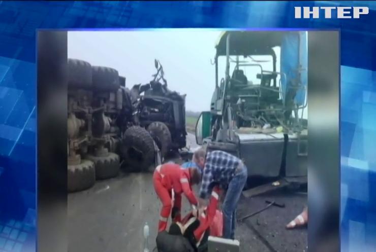 На Кіровоградщині військові на вантажівці збили дорожніх робочих