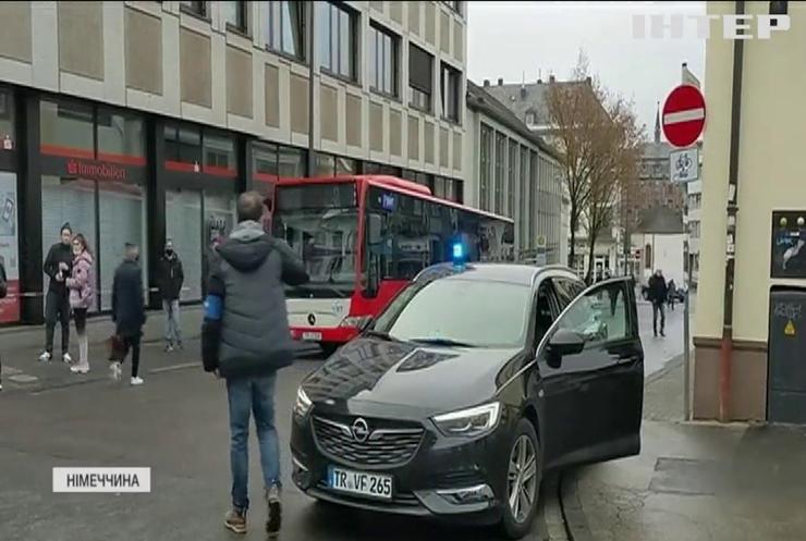 У Німеччині авто протаранило натовп пішоходів