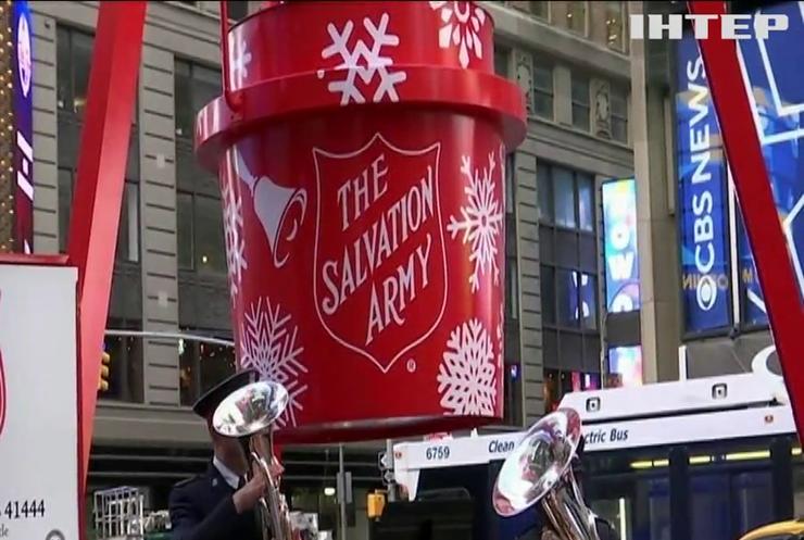 У Нью-Йорку встановили величезне відерце для пожертв