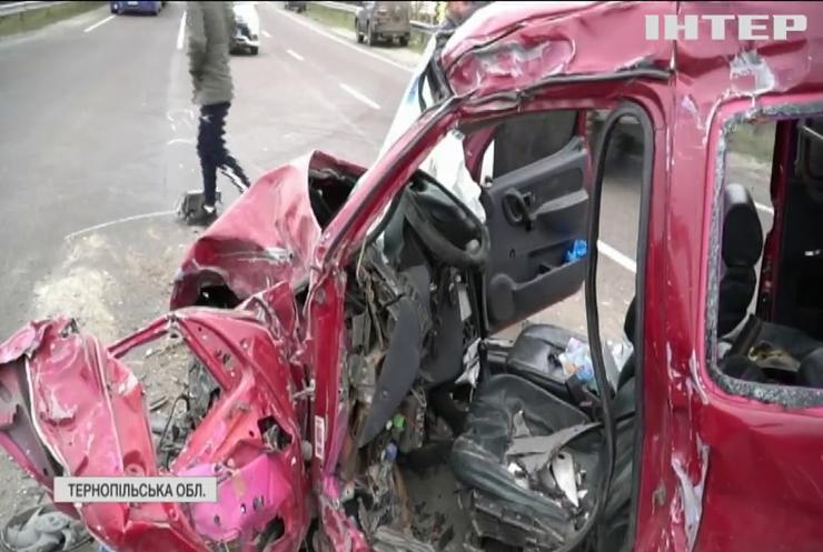 Масштабна ДТП на Тернопільщині: загинула людина
