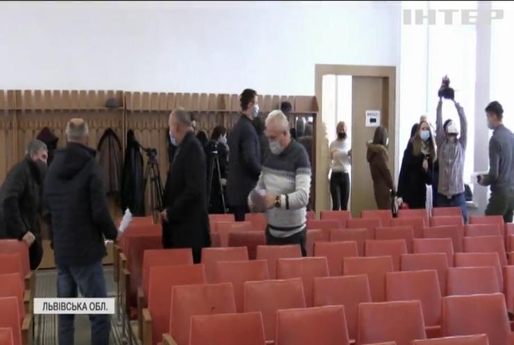 На Львівщині саботували голосування за звільнення керівника Жовківської райлікарні