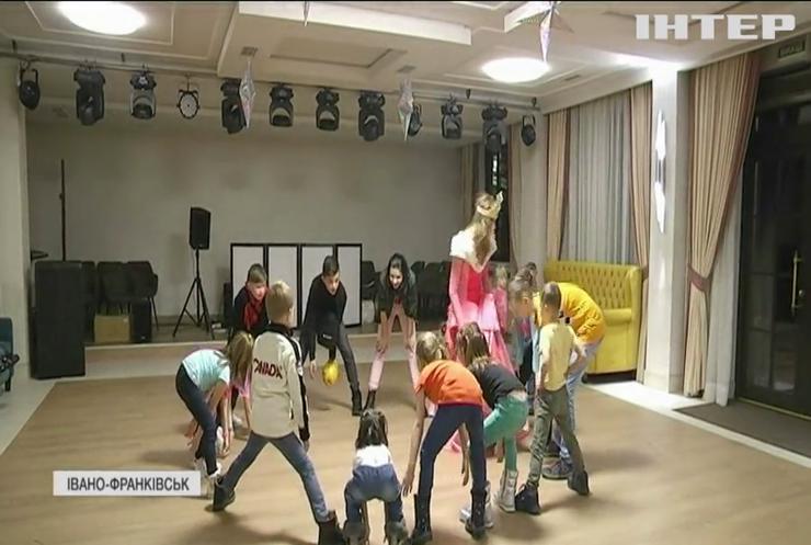 Допомога дітям: для підтримки вихованців Івано-Франківського реабілітаційного центру влаштували благодійний аукціон
