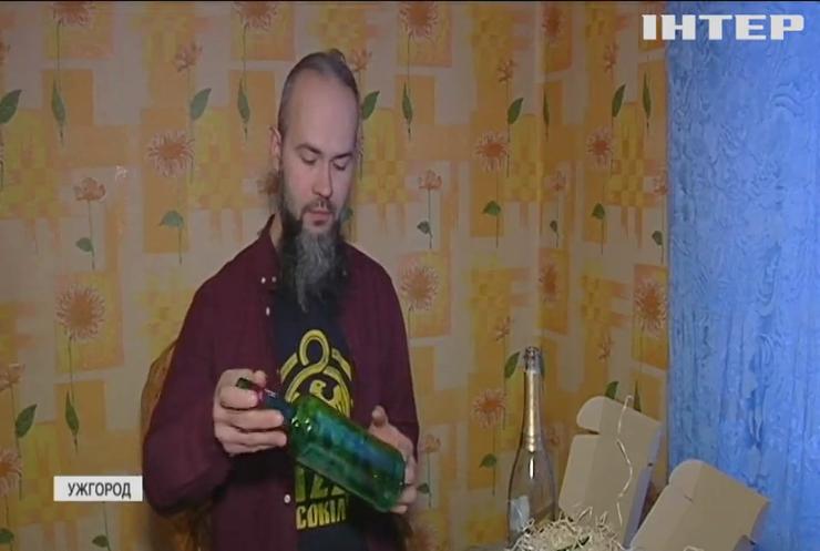 Житель Закарпаття перетворює пляшки з-під напоїв у витвори мистецтва