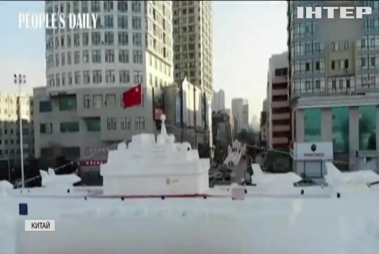 Китайці зліпили авіаносець зі снігу