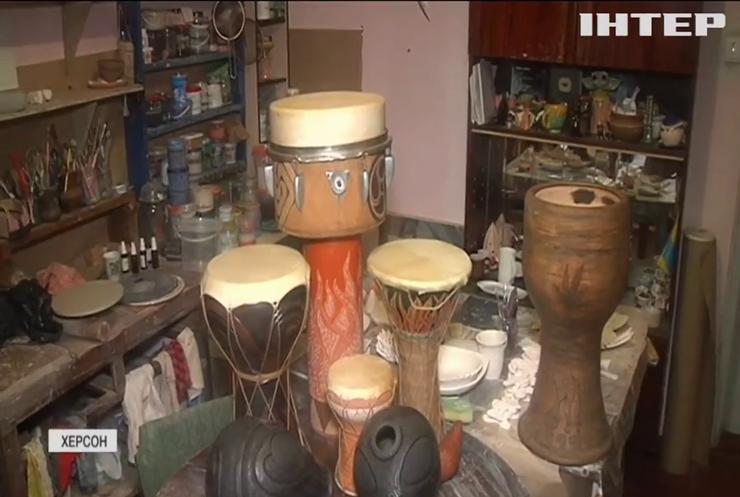 Своїми руками: майстер з Херсона поділився секретами виготовлення унікальних барабанів