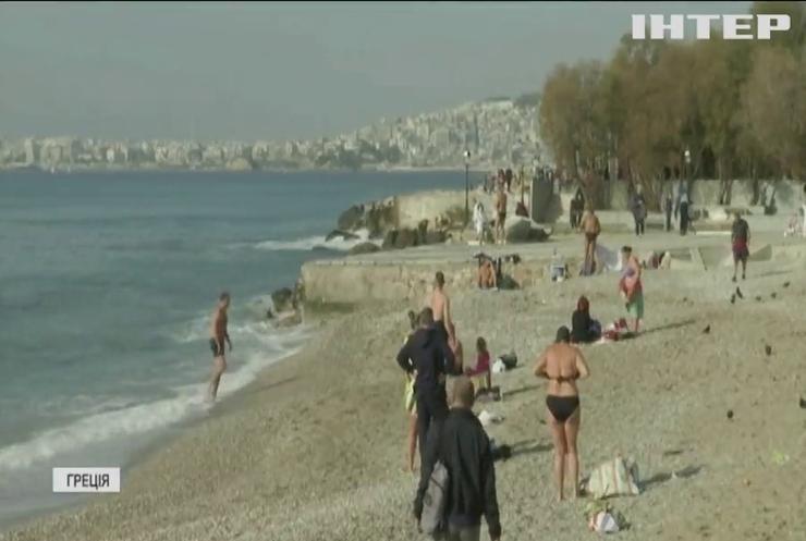 Греки святкують літо посеред зими на пляжах