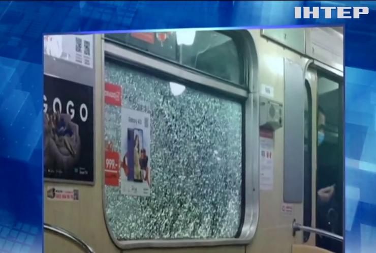 Вандали напали на потяги метро Києва