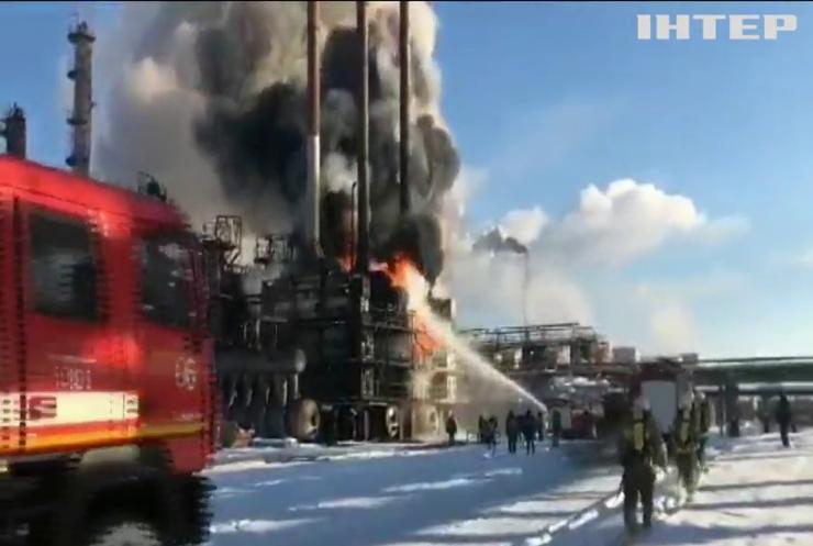На Прикарпатті спалахнула масштабна пожежа на хімічному підприємстві
