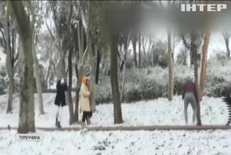 Стамбул накрило снігопадом