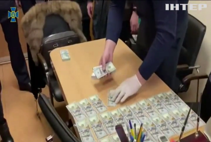 """Чиновник """"Київводоканалу"""" погорів на хабарі"""