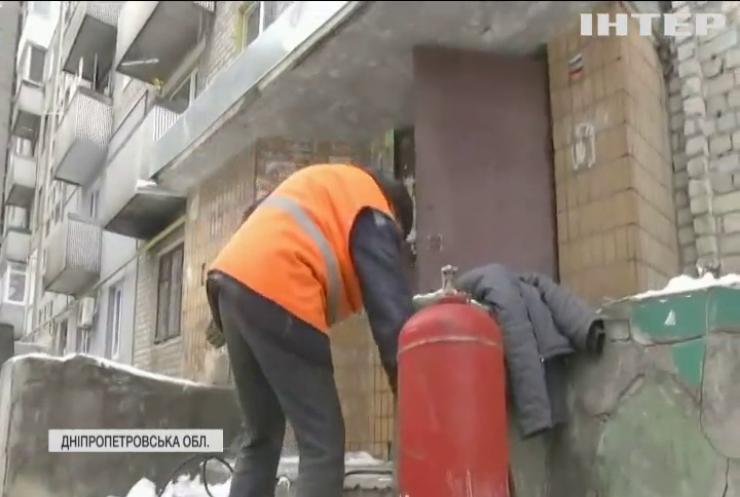 """Комунальний протест на Дніпропетровщині: жителі Кам'янського перекрили трасу """"Дніпро - Маріуполь"""""""
