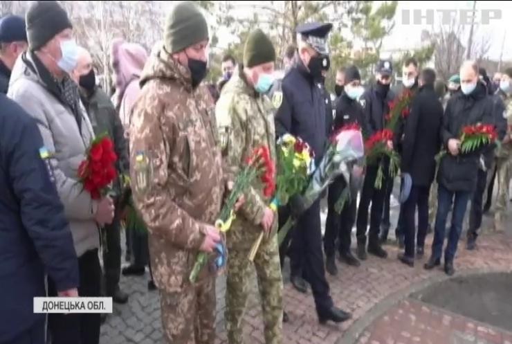 """У Маріуполі вшанували жертв обстрілу """"Градами"""""""