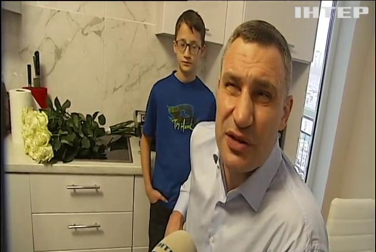 У Києві три сотні дітей-сиріт знайшли родини та житло