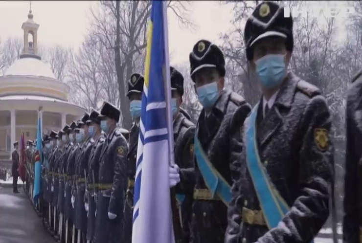 В Україні вшанували пам'ять Героїв Крут.