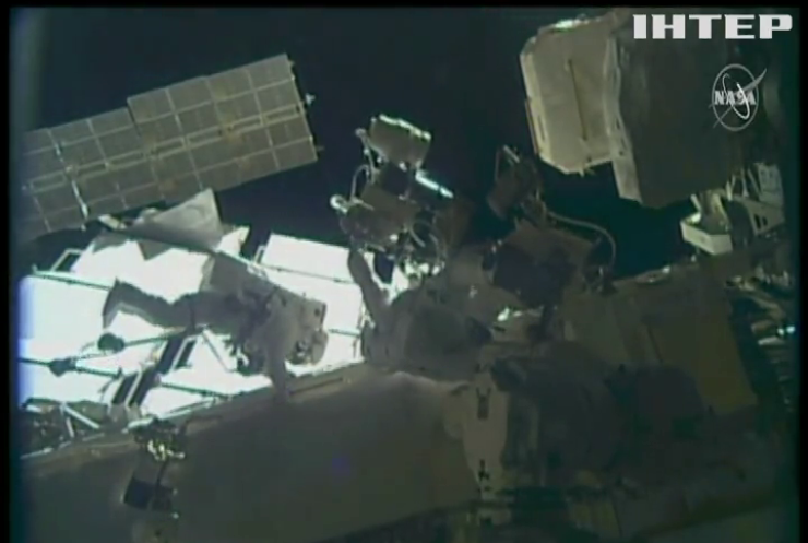 Астронавти МКС демонтувати на станції 48 застарілих акумуляторів
