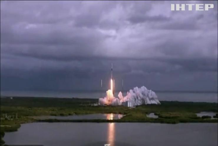 SpaceX анонсувала перший комерційний політ у космос