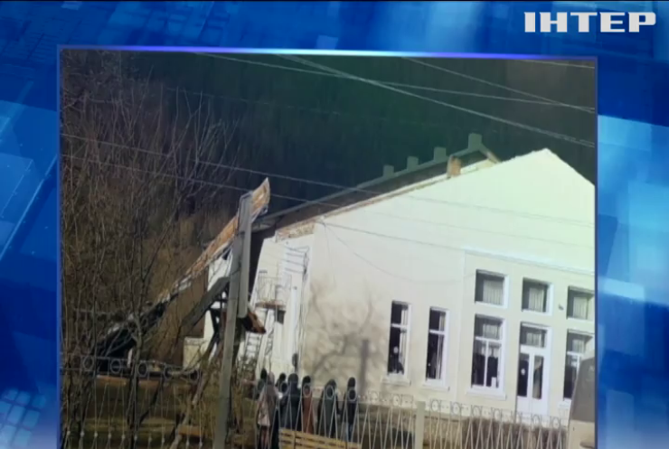 У Чернівецькій області негода зруйнувала відремонтований сільський клуб