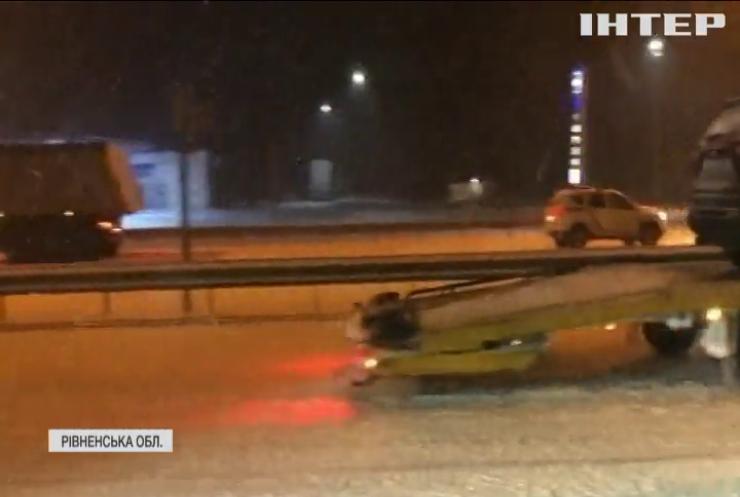 На трасі Київ-Чоп маршрутка протаранила снігоочисний автомобіль