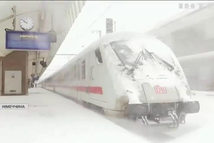Снігопади паралізували рух транспорту у Німеччині