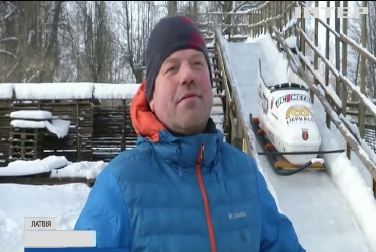 Розваги своїми руками: житель Латвії зі старого мотлоху змайстрував справжній атракціон