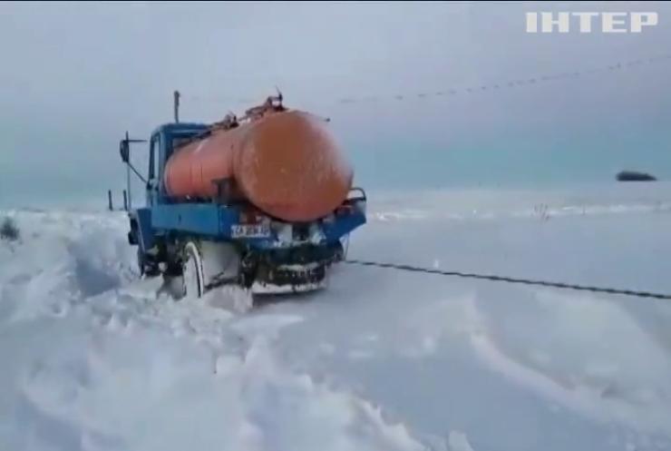 На Кіровоградщини продовжують рятувати авто із снігового полону
