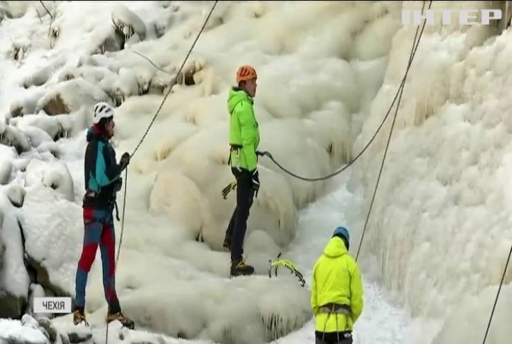 У Чехії влаштували cходження на крижану вершину