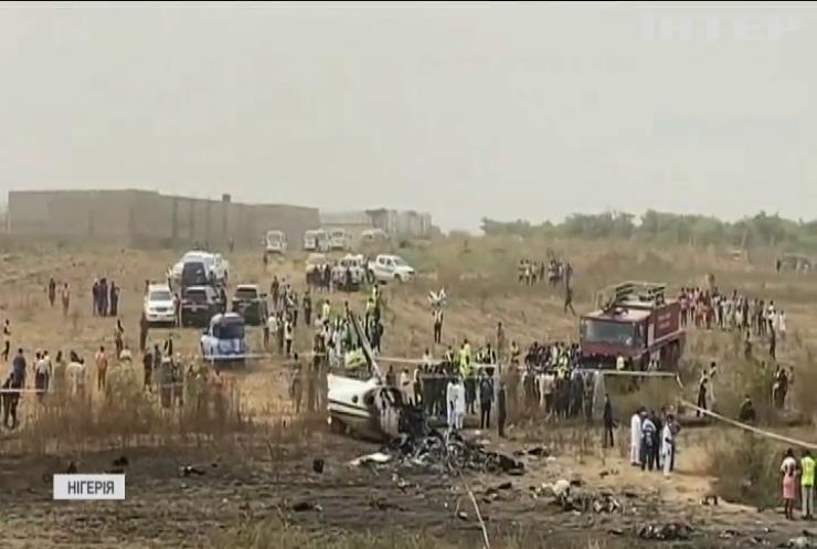 У Нігерії літак з військовими дивом уникнув падіння на житлові квартали