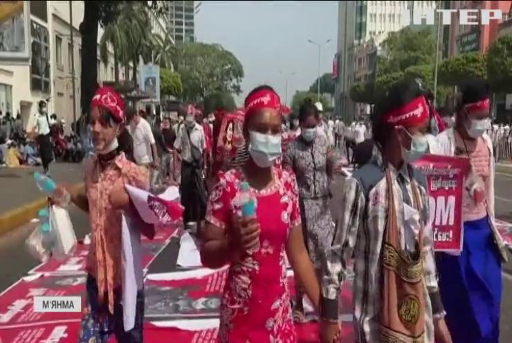 У М'янмі хунта погрожує противникам застосуванням сили