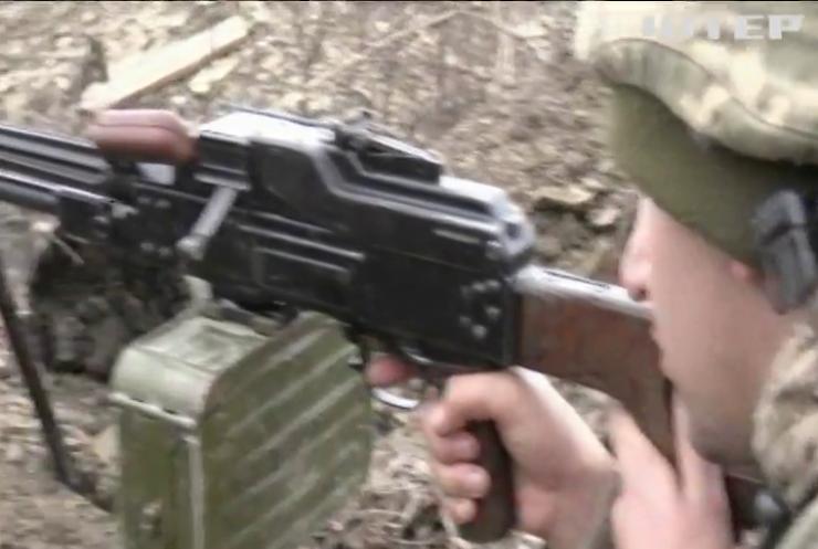 На Донбасі за добу поранило десять українських військових