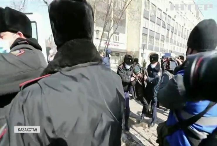 Протести у Казахстані: поліція затримала учасників маршу за свободу політв'язнів