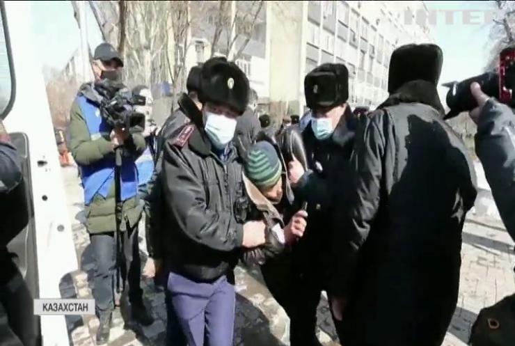 У Казахстані протести на підтримку політв'язнів завершилися арештами