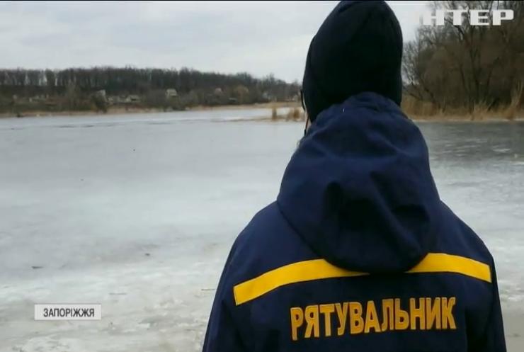 У Запоріжжі двоє дітей провалилися під лід: врятувати вдалося лише одного з них