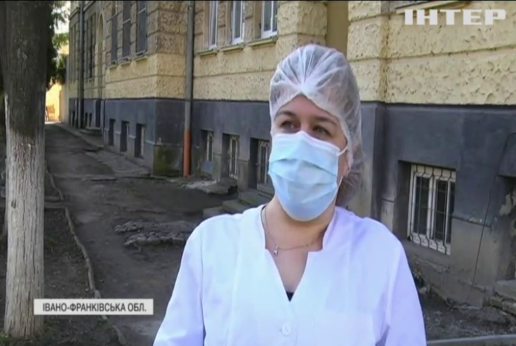 Франківщина у полоні коронавірусу: пацієнти лежать у коридорах лікарень